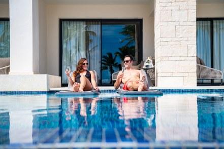 hyatt-zilara-cap-cana-oceanfront-junior-suite-swim-up-couple-3-1
